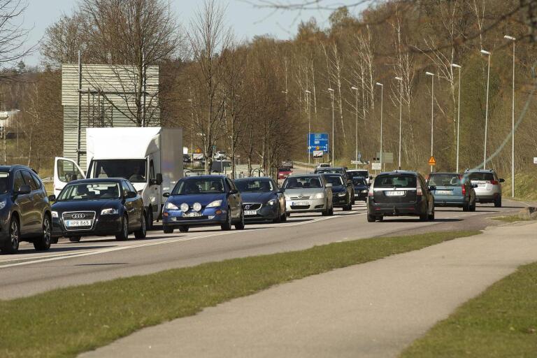 Trafiken på Falköpingsvägen vid Lidl, norra infarten till Ulricehamn, väntas öka. Om inget görs åt nuvarande kapacitet kommer cirkulationsplatserna vid infarten till Ulricehamn att bli överbelastade.