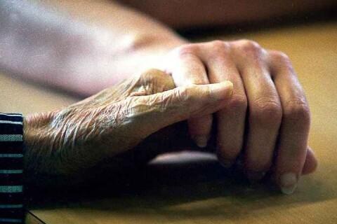 Fyra coronasmittade på äldreboende döda
