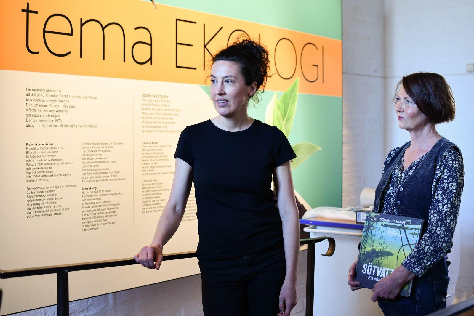 Elisabeth Jeansson och Anna Lindqvist är projektledare för utställningstemat ekologi, som just nu är aktuellt på Klostret i Ystad.