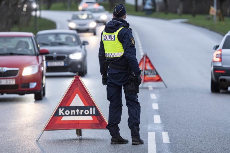 Här stoppar polisen två utan körkort varje vecka