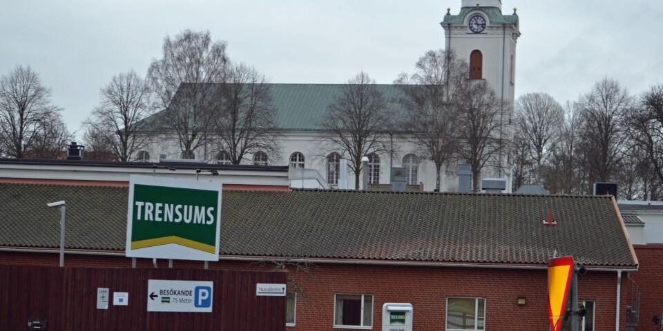 Kyrkan och kärnverksamheten mitt i byn. Trensums – en av kommunens största arbetsgivare.