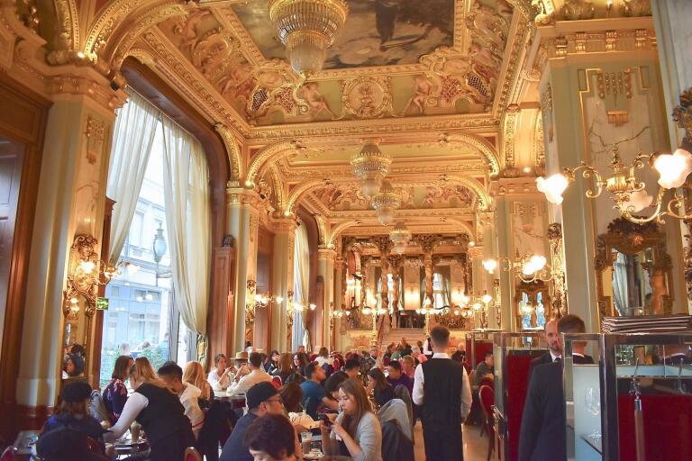 New York Café, en guldglittrande fikadröm i Budapest.