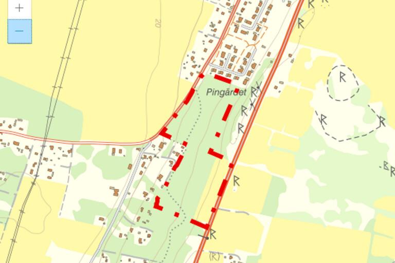 På Pingärdet, fastigheten Brostorp 3:19, mellan Glömminge i norr och Strandskogen i söder planeras för 29 nya bostäder i form av villor. Grönområden skall behållas inom området och gång- och cykelväg mot Algutsrum skall anläggas.