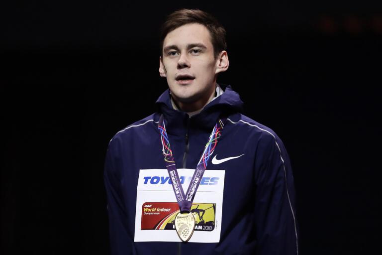 Ryssen Danil Lysenko med sitt guld från inomhus-VM 2018.