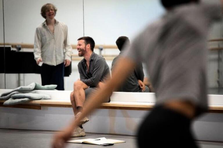 Koreografen Alexander Ekman skapar nytt tillsammans med Kungliga Baletten. Pressbild.
