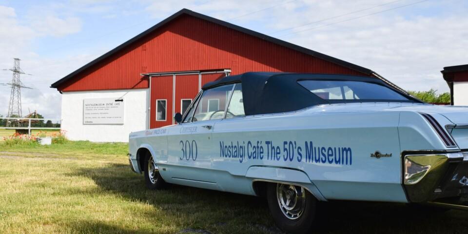 Museet är 2400 kvadratmeter stort och rymmer omkring 10 000 leksaker, varav 5000 modellbilar. Därtill kommer ett hundratal fordon och mängder av nostalgiprylar. Några av Saabs allra första modeller finns att se på museet.