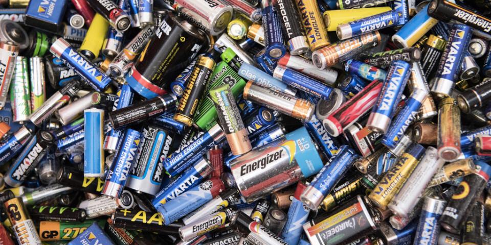 """Den giftiga """"svarta massan"""" från batterier har skickats till Polen och Bulgarien. Arkivbild."""