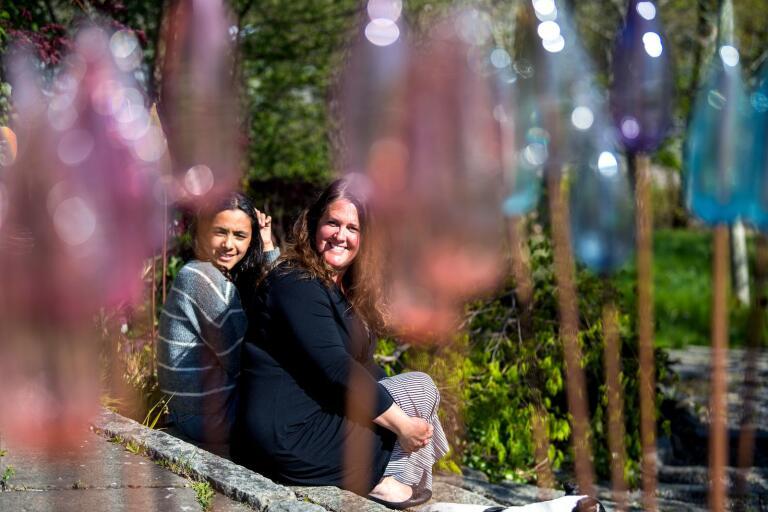 Malin Mena och dottern Ester trivs i sitt drömhem, som byggts samman med det gamla vattentornet i Nättraby.