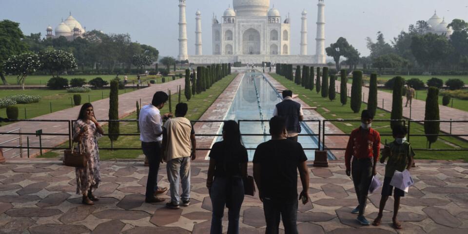 Lugn och ro för besökarna när Taj Mahal åter öppnade på måndagen.