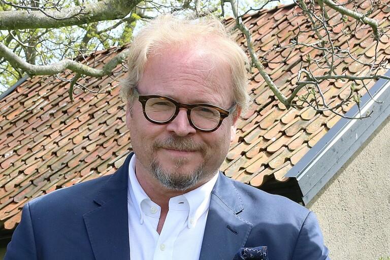 Fredrik Lindström, känd från många radio- och tv-program, håller på med inspelning till en ny serie som kommer att sändas i vinter, Helt Lyriskt.
