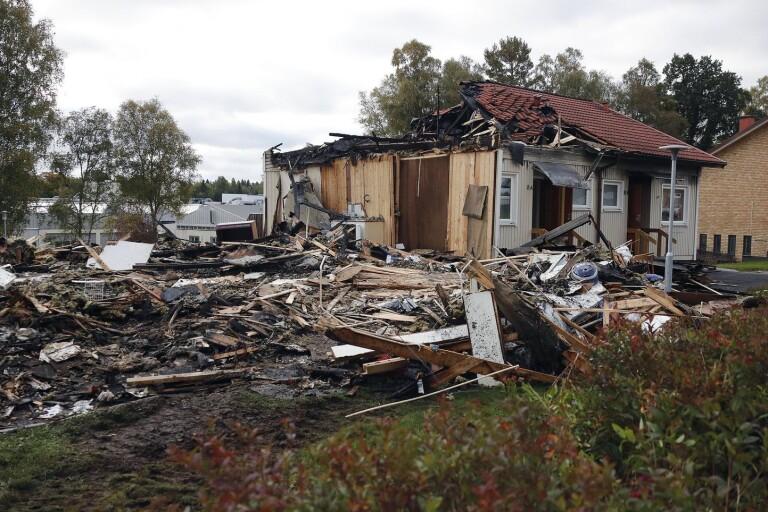 Förödelsen var stor dagen efter branden i radhuslängan i Annelund.