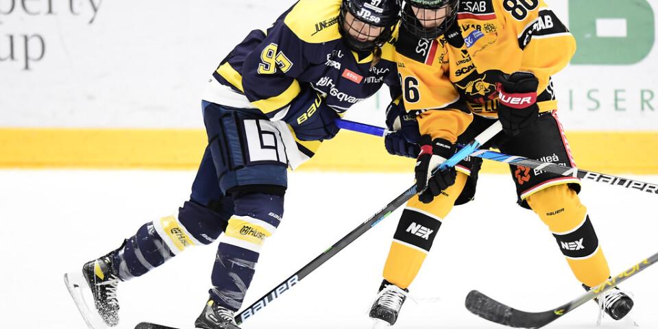 Michela Cava, till höger, blev tvåmålsskytt i Luleås 4–2-seger över Linköping. Arkivbild.