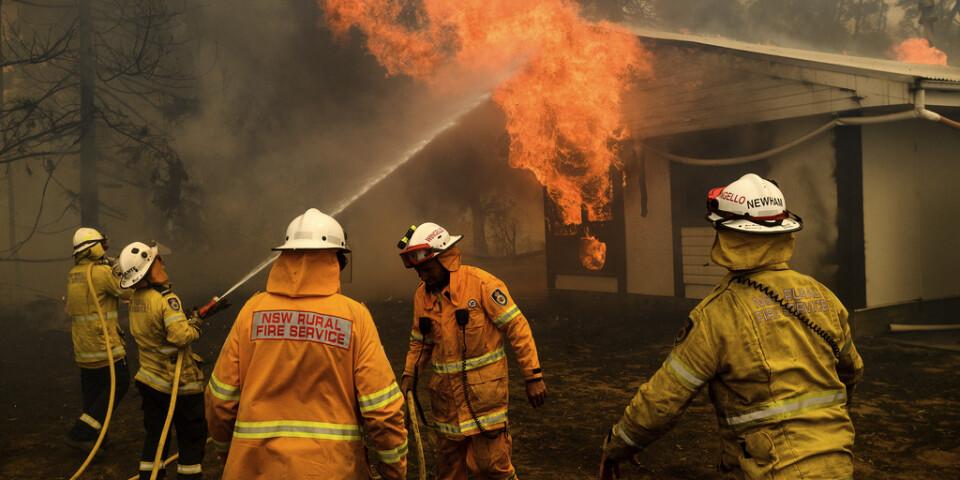 Lågorna slukar ett hem nära Bundanoon i New South Wales på torsdagen.