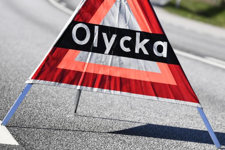 En man har omkommit i en trafikolycka i Grästorp. Arkivbild.