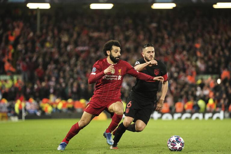 Liverpools Sadio Mane i kamp med Atletico Madrids Koke under det kontroversiella Champions League-mötet i mars. Arkivbild.