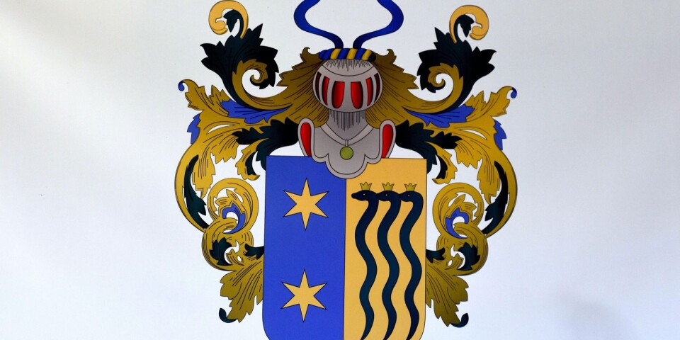 Den norska släkten Sibbern, som Lina Kringstad härstammar ifrån, har fått låna ut sitt familjevapen som ett slags logotyp för butiken.