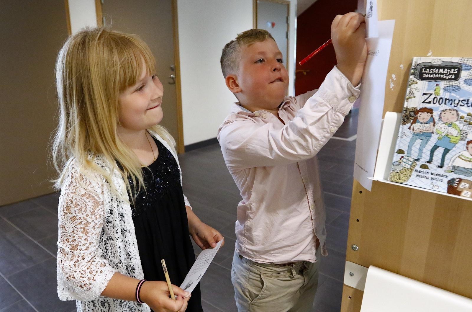 Lovisa Svensson och Dewin Stark i klass 1 på Dalstorpsskolan.
