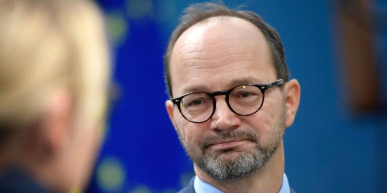 Eneroth beredd bryta mot EU-regler för att hjälpa svenska yrkesförare