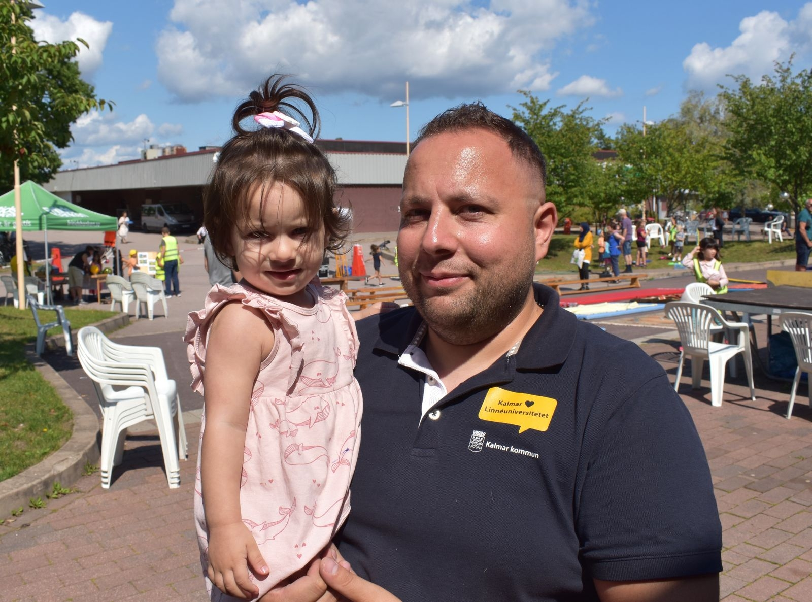 Lilla Talin med pappa Yasser Manla.