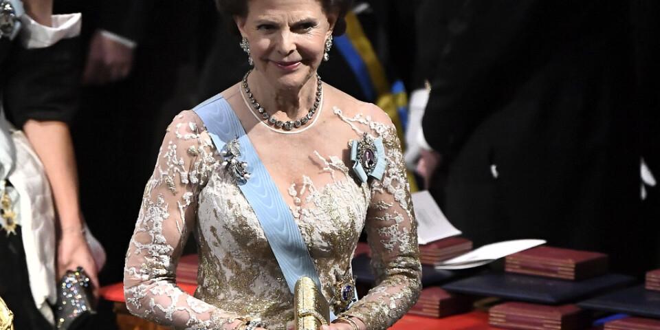 Drottning Silvia var elegant i guld.