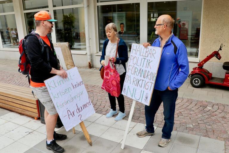 Ulf Åman, Lillemor Sallmark och Gunnar Westling mötte upp vid fredagens demonstration för klimatet.