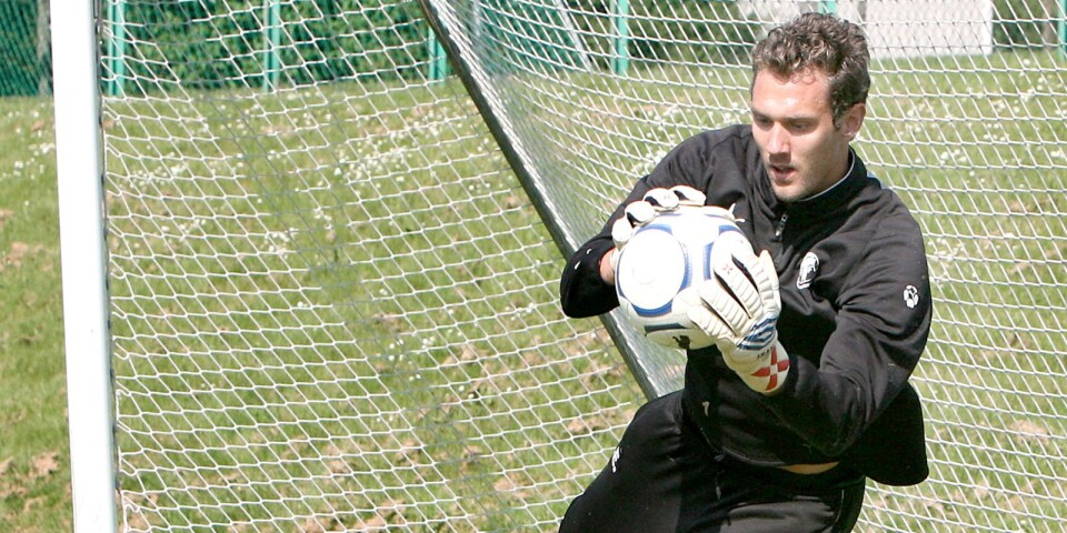 I maj 2007 kom Andreas Isaksson, då i Manchester City, hem och tränade med TFF i en vecka för att hålla igång.