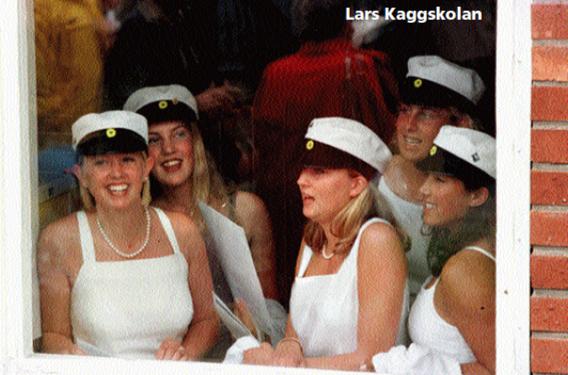 Redo att springa ut på Lars Kaggskolans studentfirande 1999.