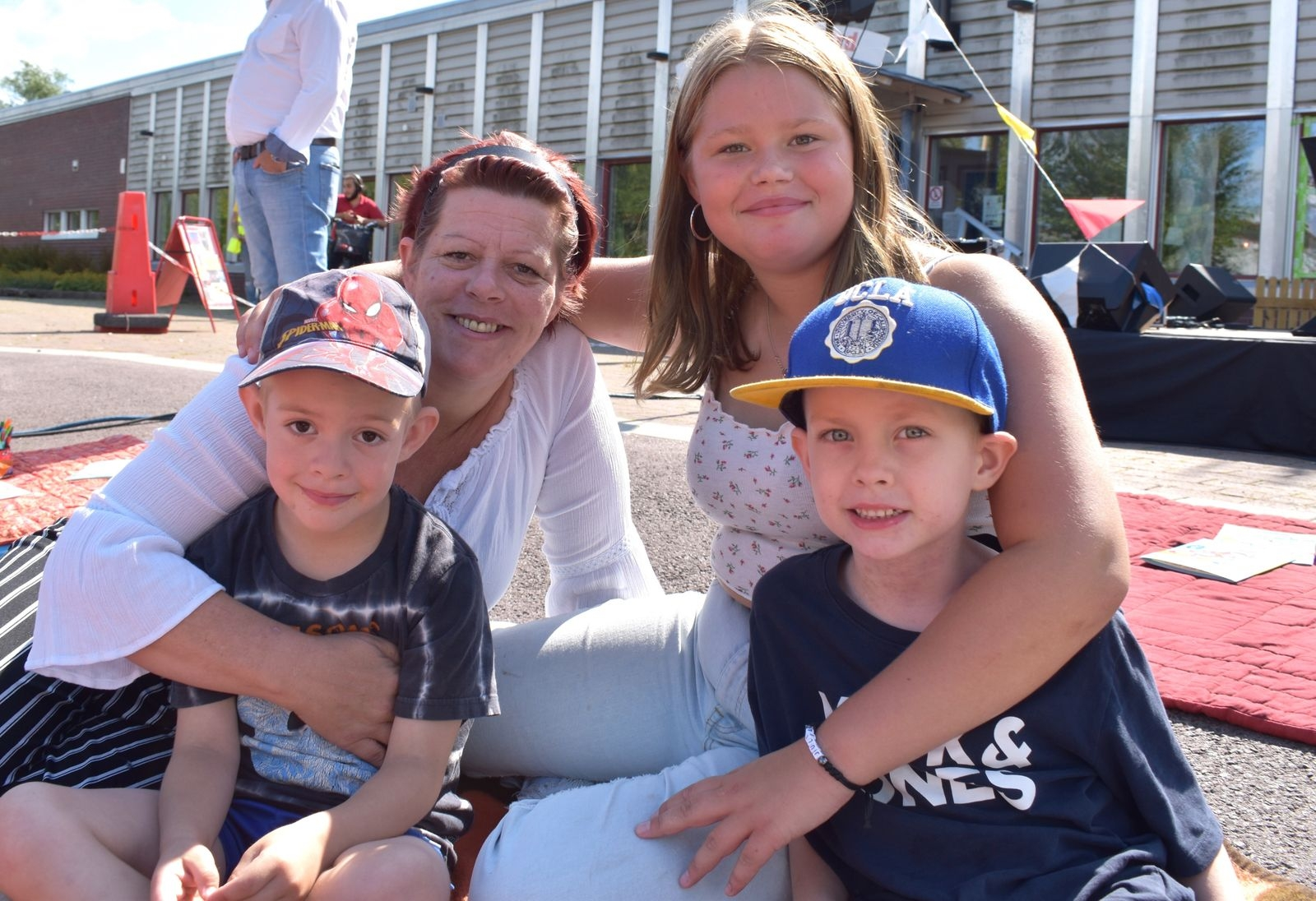 Anna Hall med barnen Casper, Oliver och Julia Eriksson.