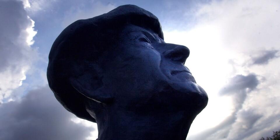 Fritiof Nilsson Piraten står staty i Kivik.