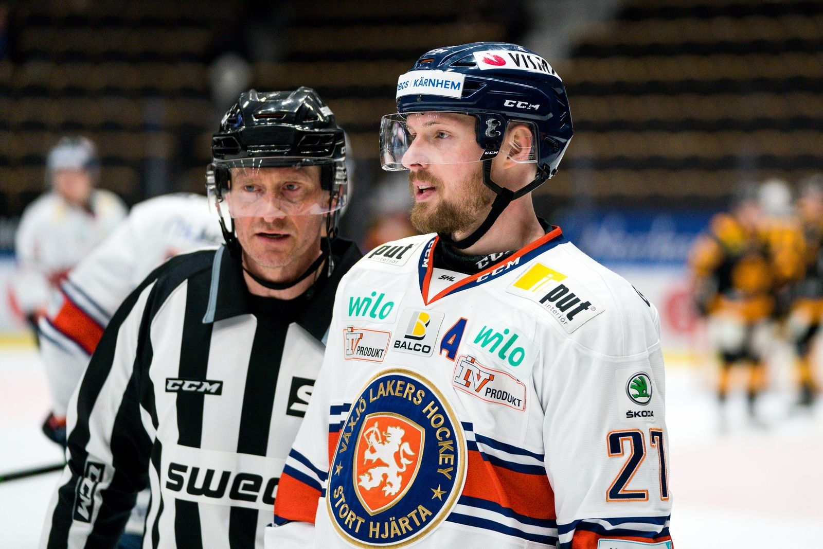 Forwarden stannar i Lakers