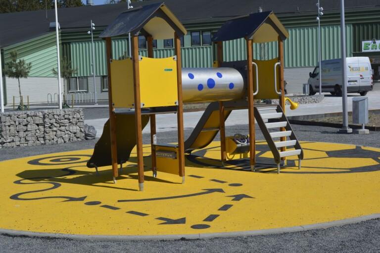 Det finns flera lekplatser på Trollacenter.