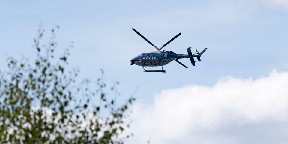 Helikoptrar från såväl polisen som Försvarsmakten hjälpte till att leta efter kvinnan. Arkivbild.