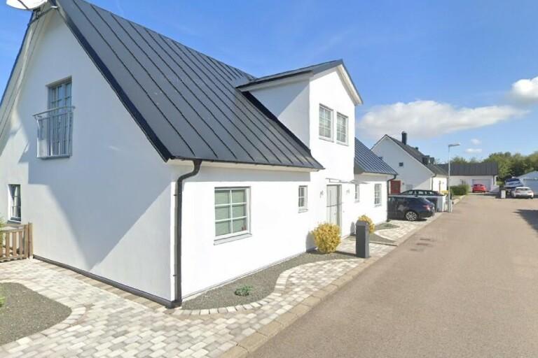 Nya ägare till fastigheten på Ängsnyckelvägen 24 i Trelleborg – prislappen: 5450000 kronor