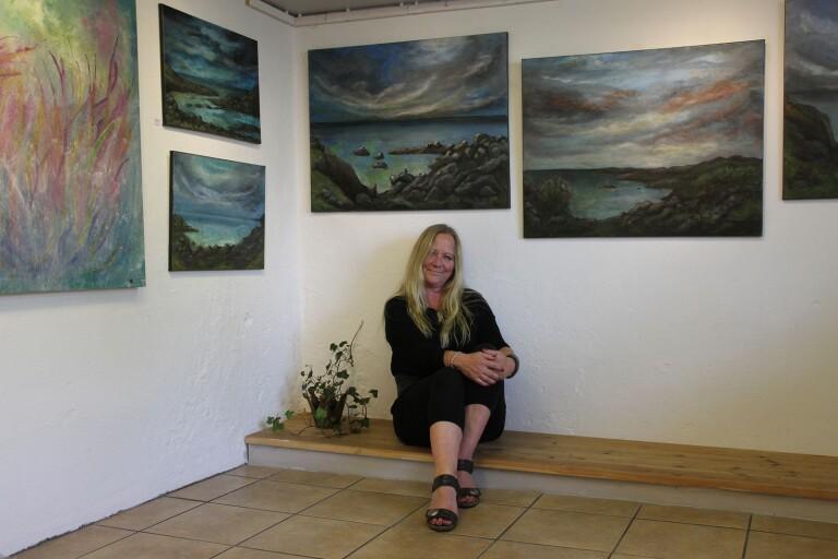 Ny konstnär i Galleri Olssons rum