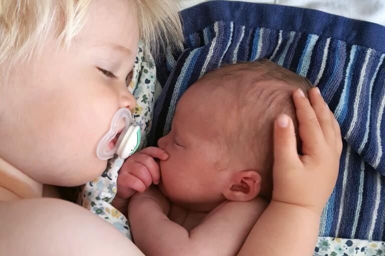 Lina Pettersson och David Johansson, Jämjö, fick den 17 juni en dotter som heter Vega. Vikt 3268 g, längd 49cm. Syskon: Allan. Lina kommer från Nybro.