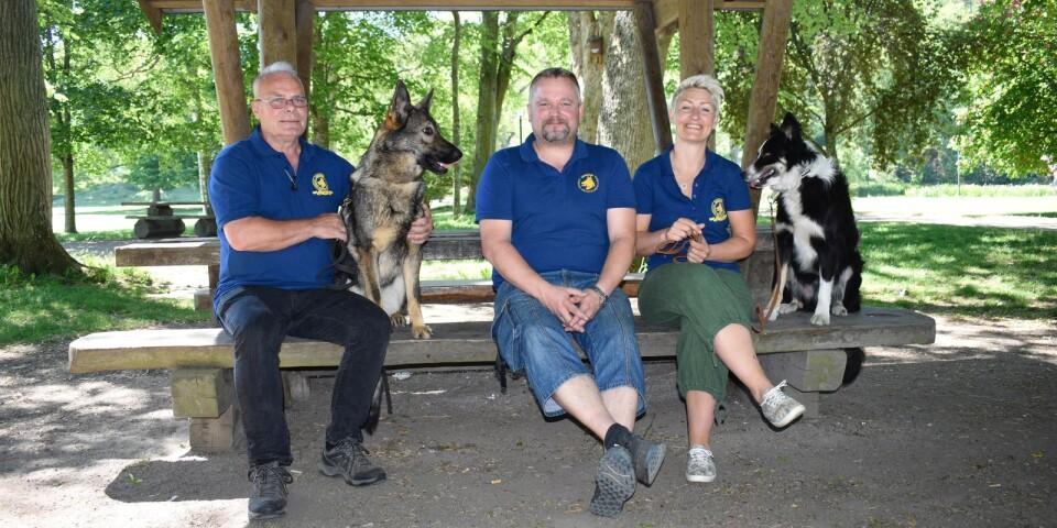 Göte Karlsson, hunden Torneryds Hayley, Fredrik Berg, Sannie Widén och hunden Somollys Albus är några av arrangörerna.