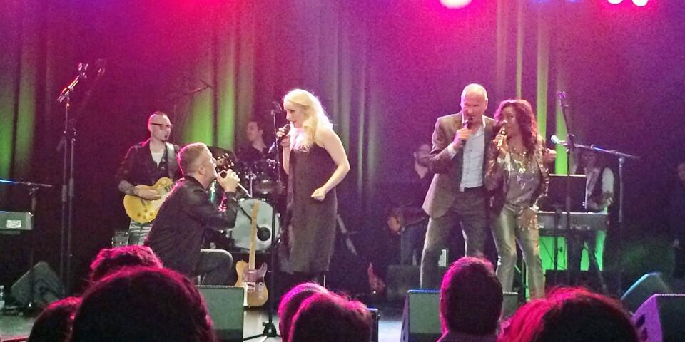 Amanda Hårds gnistrande välgörenhetskonserten med Lasse Holm, Jan Johansen, Gladys del Pilar och Michael Bäck band på Gibson Auditorium 2016 blev en succé...