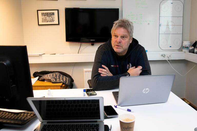 IKO sparkar sin tränare Håkan Åhlund.Thomas Fröberg, GM i IK Oskarshamn.
