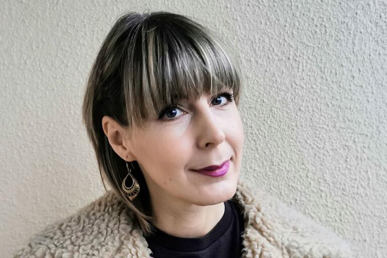 Hanna Nordlander skriver om svåra saker från uppväxten.