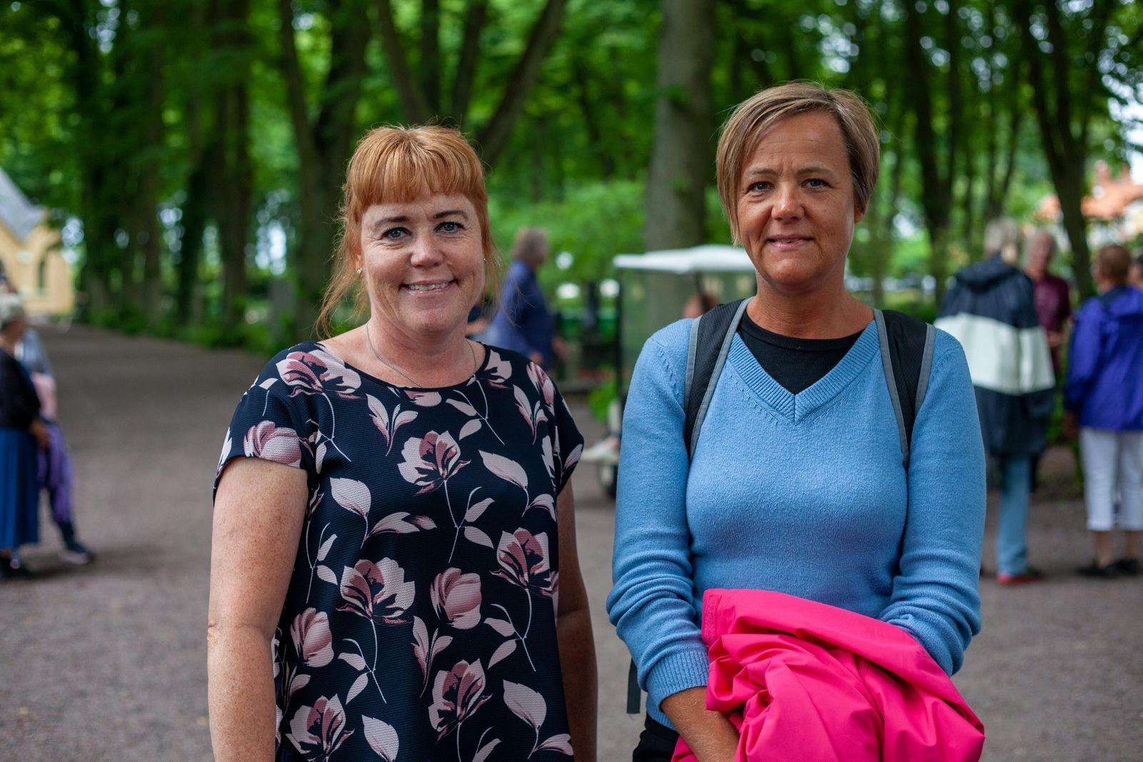 Liselotte Wernersson och Ulrika Neuman såg fram emot att ta del av karaktärernas historia. – Det är jätteintressant att få reda på vilka som har bott och levt här. Eleverna från Jenny Nyströmsskolan är duktiga!