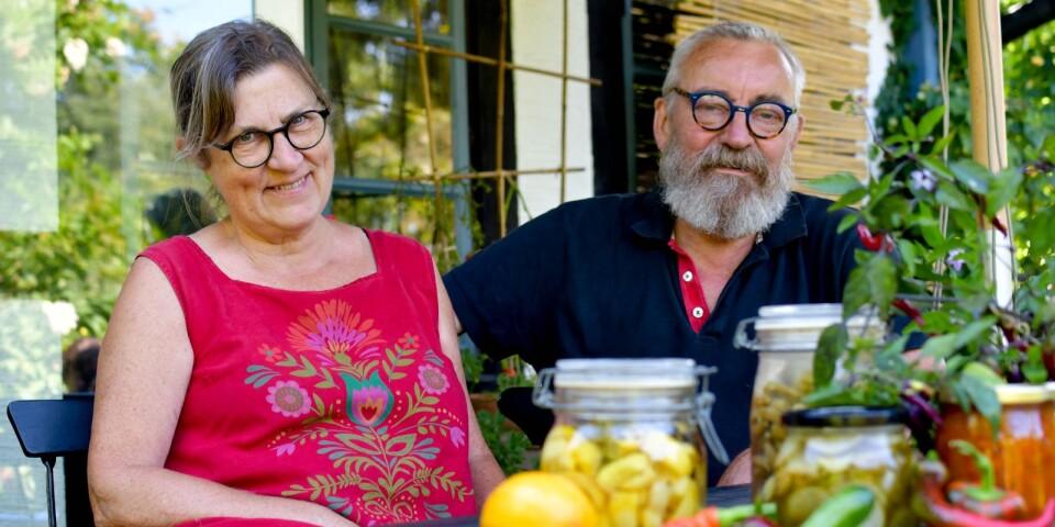 Jette Kjaer och Werner Rohwedder odlar nästan all sin mat själva, i köksträdgården hemma i Gyllebo fritidsområde.