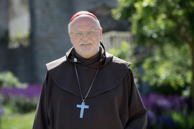 Kardinalen inviger nya kyrkan