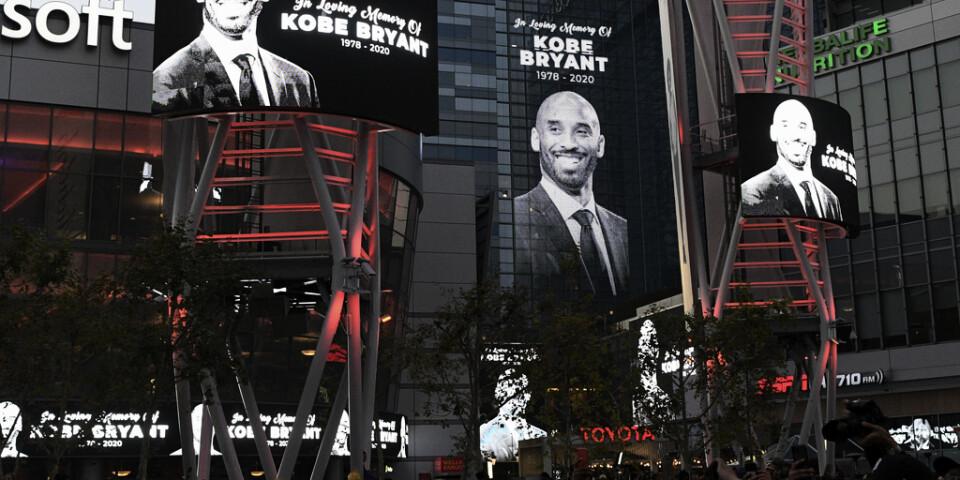 Världen sörjer Kobe Bryant efter helikopterkraschen utanför Los Angeles i söndags.