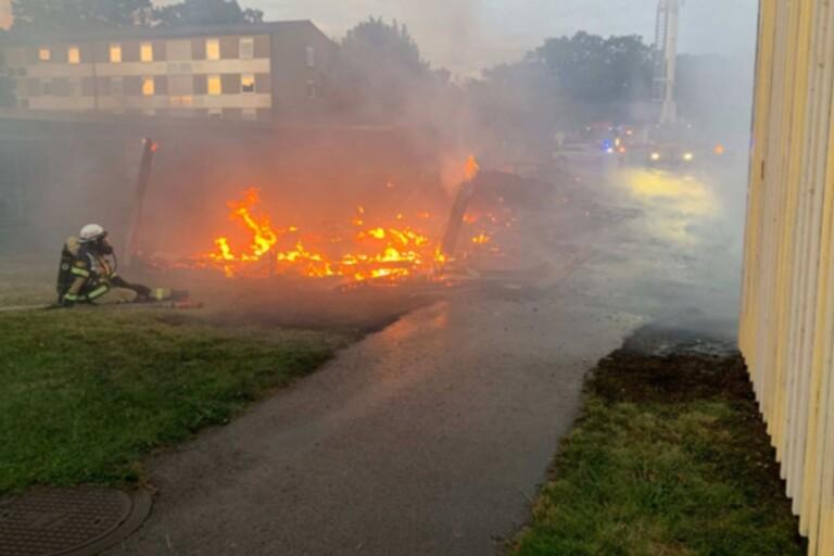 JUST NU: Ung man döms till fängelse för branden i Färjestaden