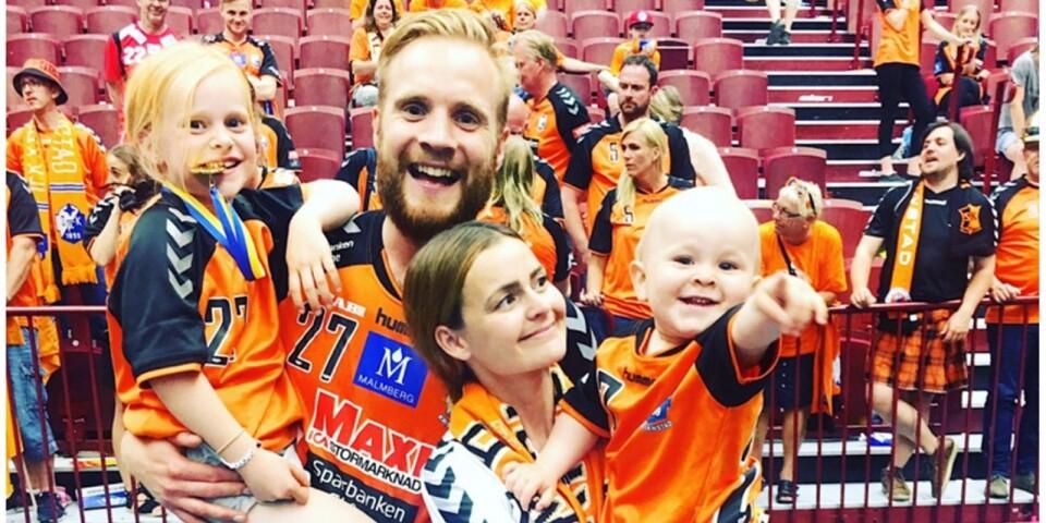 Hela familjen firar med IFK Kristianstad.