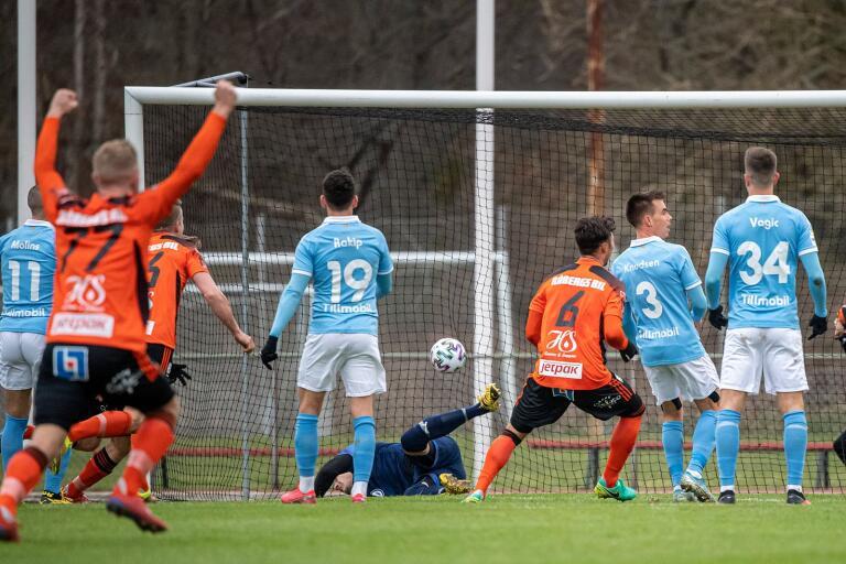 Fotbollssäsongen drar snart i gång, men innan dess värvar FKK två spelare från Kalmar FF.