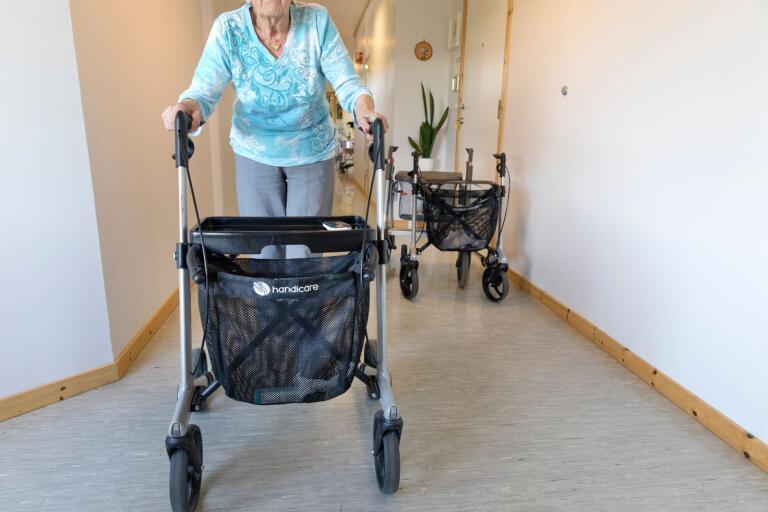 Trots besöksförbudet har coronaviruset tagit sig in på länets äldreboenden. Smitta har förekommit på boenden i Torsås och Nybro.