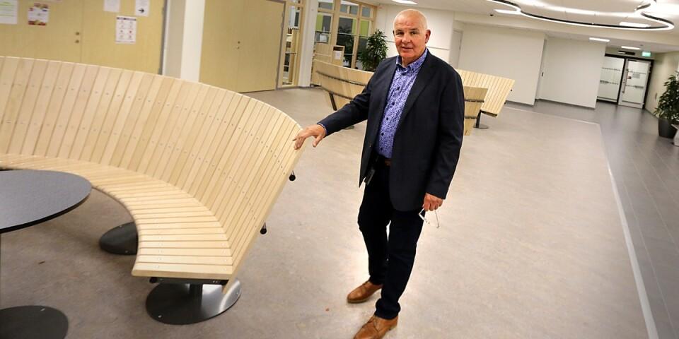 Lennart Forsman har lyckats vända utvecklingen på Bodaskolan. Nu hotar han med att lämna rektorsjobbet om kommunen inte låter honom bestämma vilka som ska få jobba som studiecoacher på skolan.