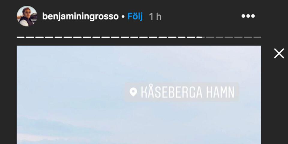 Under onsdagsförmiddagen passade artisten på att åka till Kåseberga och besöka Ales stenar bland annat. Bilden föreställer Kåseberga Hamn och är tagen från Benjamin Ingrossos Instagram-story.