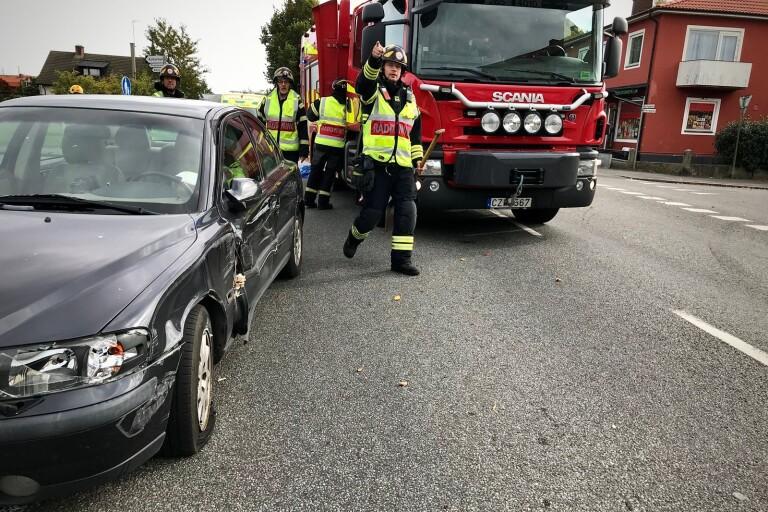 Olycka: Man i 80-årsåldern till sjukhus efter krock med husbil